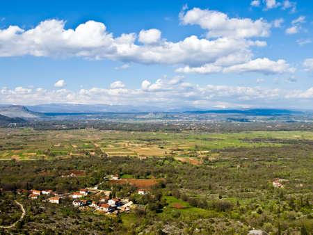 paisaje mediterraneo: Paisaje mediterr�neo con las nubes y peque�o pueblo