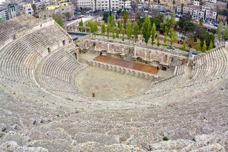 roman amphitheatre: Anfiteatro romano en Amm�n, Al-Qasr sitio, Jordania.