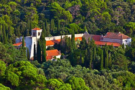 benedictine: Monasterio benedictino en la isla de Lokrum cerca casco antiguo de Dubrovnik. Foto de archivo