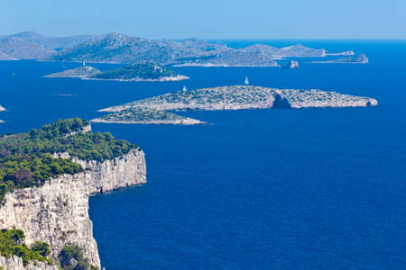 paisaje mediterraneo: Paisaje mediterr�neo - isla Dugi otok, Parque Nacional de Telascica. Rocas
