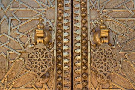 fez: Detalle de la Puerta de Oro Viejo en el Palacio Real de Fez (Fez), Marruecos.