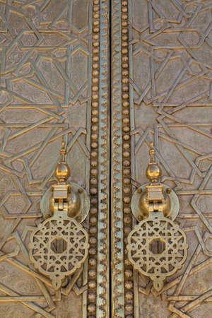 fez: Detalle de la puerta vieja de Oro en el Palacio Real de Fez (Fez), Marruecos. Foto de archivo