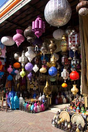 MARRAKECH, MAROC - OCTOBRE, 22, 2010 - boutique lampe traditionnelle � Marrakech (Marrakech), Maroc.