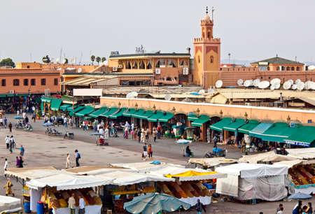 marrakesh: Marrakech, Marocco - Ottobre 22, 2010: Marrakech (Marrakech) piazza Jemaa El Fna di giorno