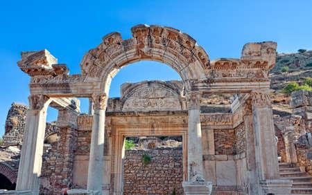 hadrian: Templo de Adriano en �feso (Efes) de �poca romana.