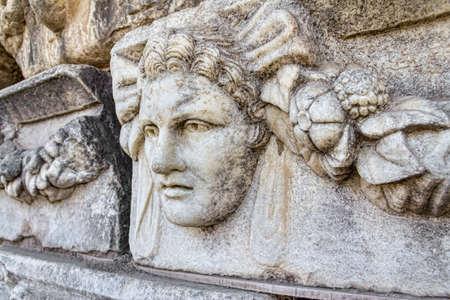 friso: La construcci�n detalle alivio de friso arquitect�nico en Aphrodisias (Turqu�a) durante la construcci�n de �poca romana.