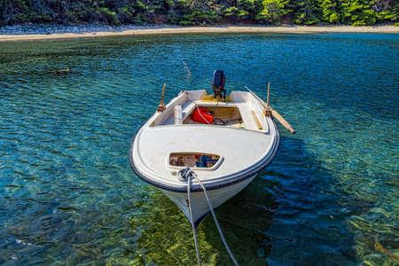 Plastique petit bateau de pêche, l'île de Mljet, Croatie Banque d'images