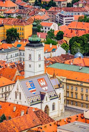 Eglise de Saint-Marc de Zagreb, en Croatie h�licopt�re vue a�rienne Banque d'images