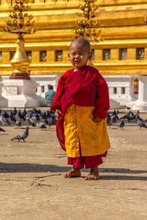 NZAUNG-U, MYANMAR - FEBRUARY 22: Young little Buddhist monk just before pray at the the Shwezigon Pagoda on February 22, 2012 in Nyaung-U, Myanmar. Stock Photo - 21007198