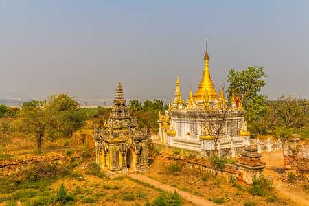 nu: Stupa at The Maha Aungmye Bonzan Monastery complex,  well-known as Me Nu Oak Kyaung in Innwa, Mandalay, Myanmar. Stock Photo