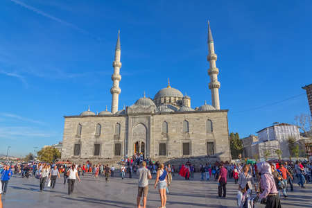 eminonu: ISTANBUL, TURKEY - SEPTEMBER 26, 2013: Tourists and passers-by in the square in front of the New Mosque (Yeni Cami) in the Eminonu district.