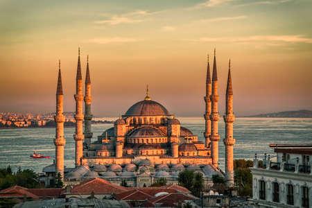 Blaue Moschee in glorius Sonnenuntergang, Istanbul, Sultanahmet Park. Die größte Moschee in Istanbul von Sultan Ahmed (Osmanisches Reich). Standard-Bild
