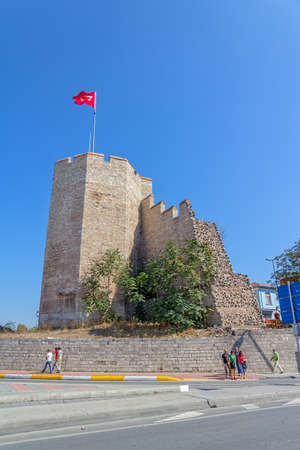 constantinople ancient: ISTANBUL, TURKEY - SEPTEMBER 28, 2013: Tourists crossing the road near the Remains of the famous ancient walls of Constantinople in Istanbul.