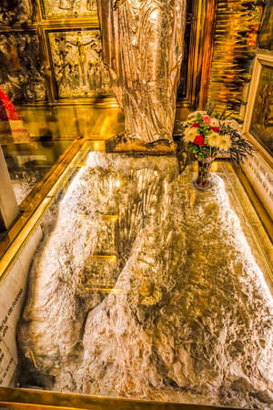 sepulchre: Altar erected over the place of the crucifixion of Jesus Christ in Church of the Holy Sepulchre in Jerusalem, Israel.