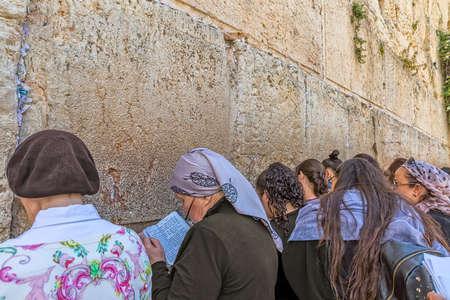 Western Wall women praying