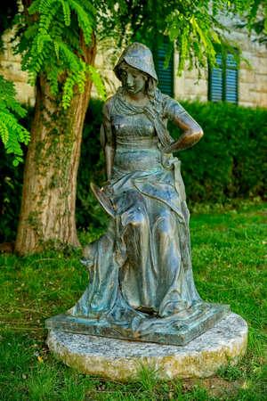 Girl statue by Ivan Rendic