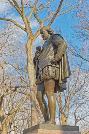 New York Central Park William Shakespeare bronze sculpture winter time Редакционное