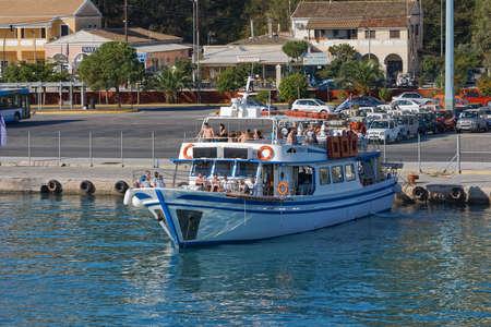 Tourist boat anchored in the port of Corfu Greece Publikacyjne