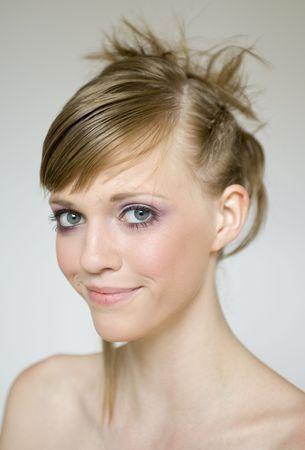 wild hair: Belle ragazze modelli uno stile di capelli selvaggi