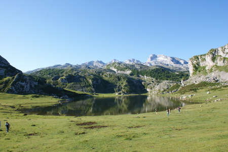 Lake at Peaks of europe, Covadonga Lakes, Spain 版權商用圖片
