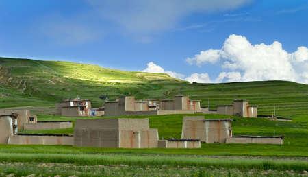 tibetan house: Tibetan house on the Qinghai-Tibet Plateau