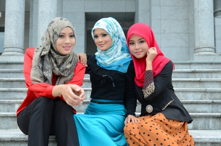 femmes muslim: Jeune femme musulmane asiatique foulard sourire