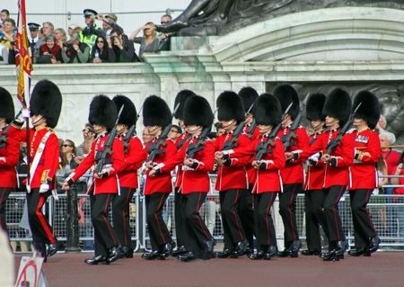 marching: Marching Grenadier Guards 2