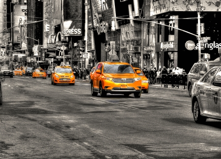 central square: Yellow cabs 87
