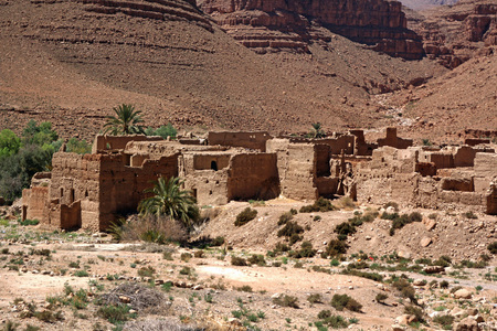 Ancient Kasbah found in Moroccos desertic countryside Standard-Bild - 108857949