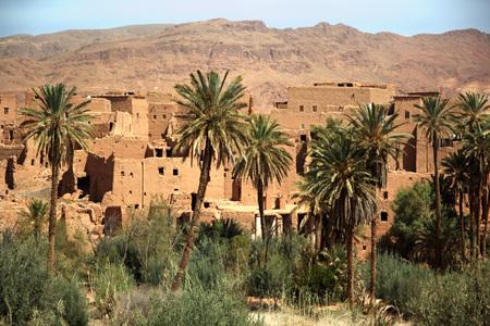 Ancient Kasbah found in Moroccos desertic countryside Standard-Bild - 108857952