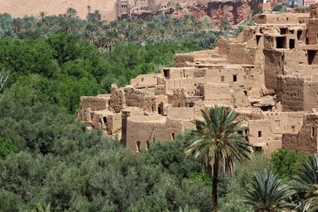 Ancient Kasbah found in Moroccos desertic countryside Standard-Bild - 109347968