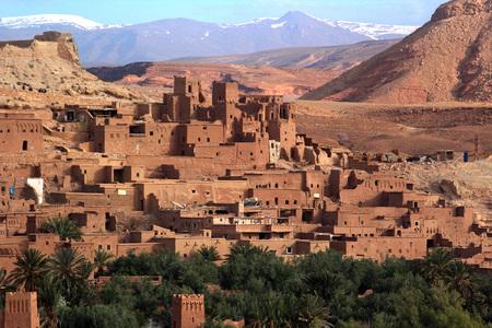 Ancient Kasbah found in Moroccos desertic countryside Standard-Bild - 109348067