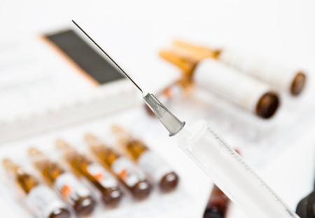 医療シリンジとビタミン a 薬のアンプル 写真素材