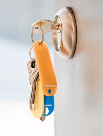 fermer la porte: Ouvrez la poign�e de porte et les touches