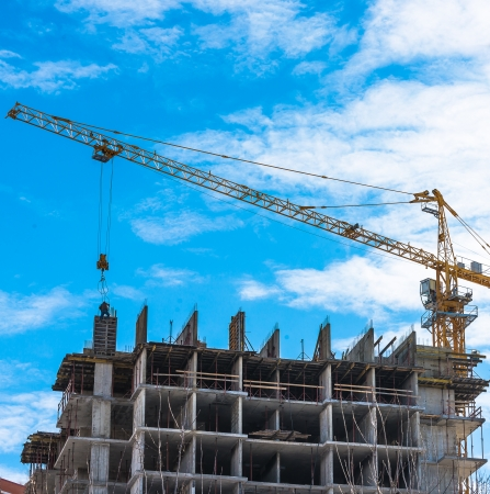 Building of the new high house by the crane