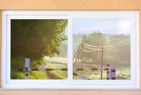 turnpike: Vista desde la ventana en la carretera de peaje en la madrugada