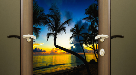 buonanotte: Open the door on the night overlooking the beach and sea