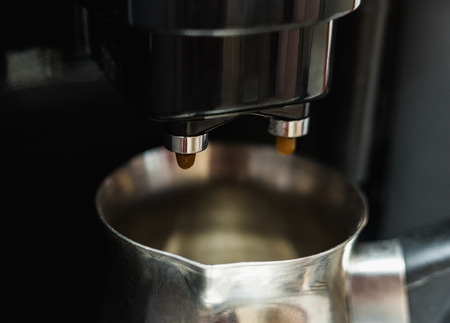 automatic machine: preparation of a double black coffee in an automatic machine