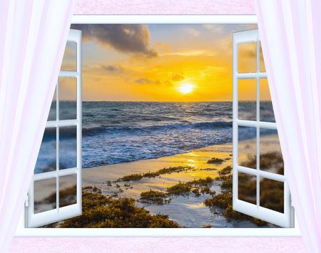 open raam zicht op de hemel met wolken zonsopgang