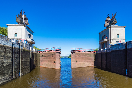 gateway: sluice gateway to the river channel for ships