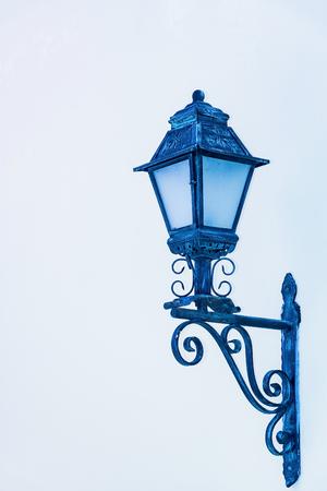 plafond: small lantern in a garden on the ground