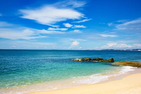 La mer de Chine méridionale au large de la côte vietnamienne près de Nha Trang.