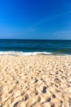 Paradise hot tropical climate sandy beach of the sea calm wave Foto de archivo