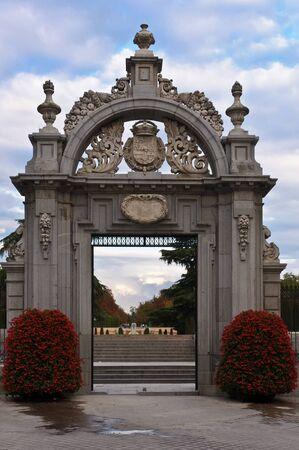 parque del buen retiro: Entrance to the Parque del Buen Retiro in Madrid, Spain