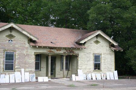 放棄された街の家