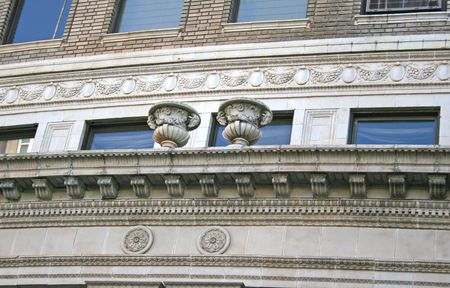 古いミッドタウン ホテルの外観上の複雑な詳細 写真素材