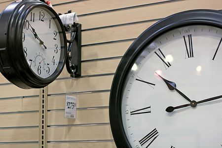 differing: Two clocks with differing tmes in retail setting