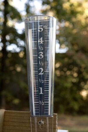 rain gauge: Un vac�o pluvi�metro mostrando la sequ�a