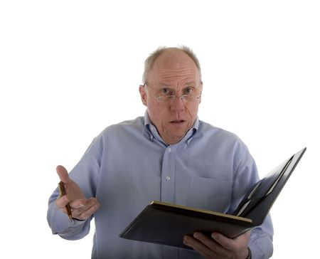 A man in a blue shirt with a pen and a notebook, giving an explanation or an excuse Imagens