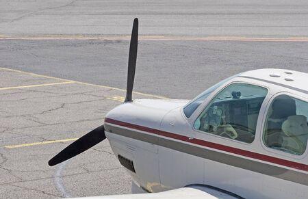 地方空港で小さなプロペラ機